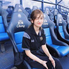 น้องโบชิ เจ้าหน้าที่สาวสุดสวยของสมาคมกีฬาฟุตอล